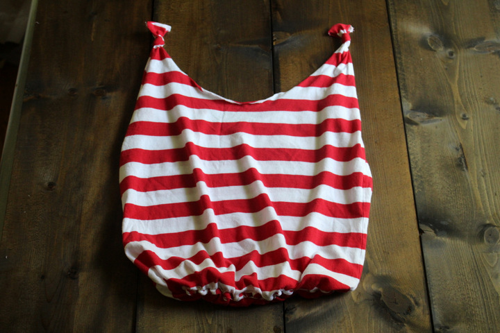 How to make an old t-shirt into a CUTE tote bag/ farmer