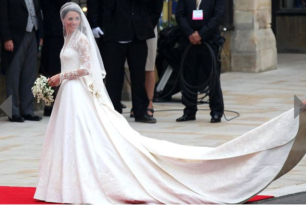 Kate Middleton's Dress Resembles Grace Kelly!