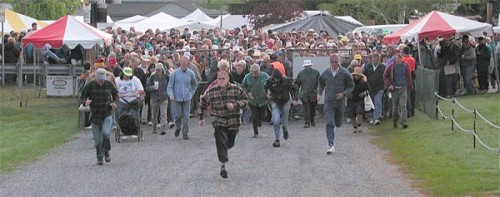 crowded gates at brimfield antique show