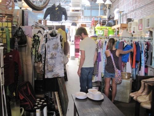 agora vintage indoor market