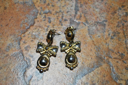 vintage bow earrings
