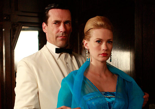 colorful and bold jewelry worn on betty draper in mad men