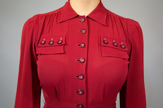 close up photo of the bodice including buttons and collar of a 1940s vintage dress