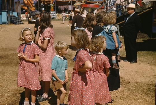 feed sack dresses on children in the 1930s