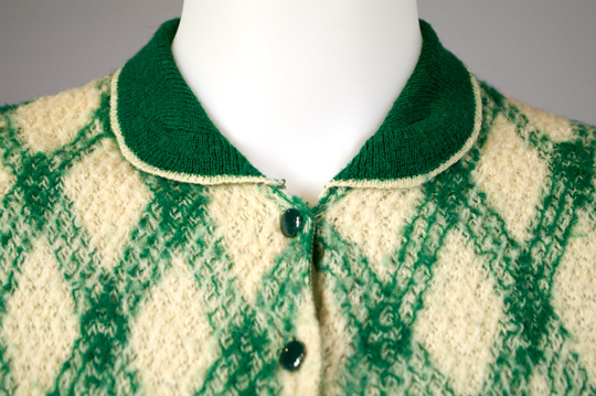 collar of knit 1930s sweater