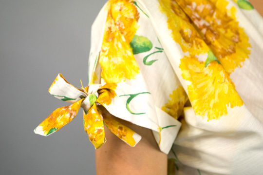 bow tied sleeve on '50s sunflower dress