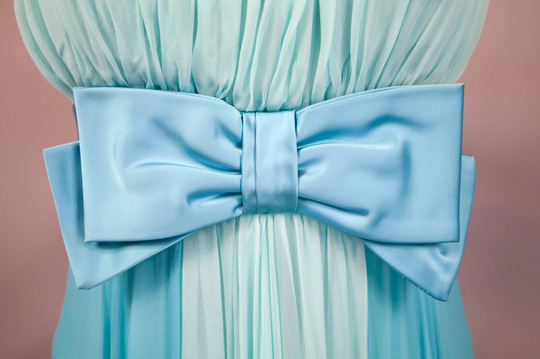 blue bow on 50s prom dress