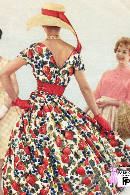 5733bdb7063 10 Feminine 1950s Women s Fashion Trends for Women Today