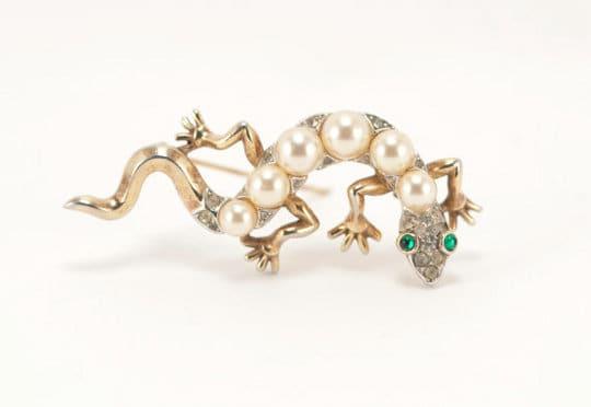 vintage trifari costume jewelry broach