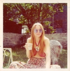 faye de lanty's hippie mom from the 1960s