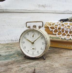 vintage alarm clock from etsy