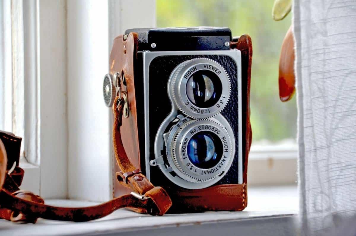 C:\Users\lenovo\Desktop\vintage-camera.jpg