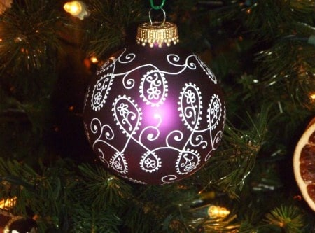 Make Thrifted Tree Ornaments Your Own With This Crafty Method