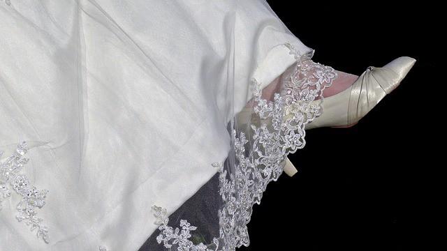 Image Source: https://pixabay.com/en/dress-great-marriage-wedding-bride-2049133/