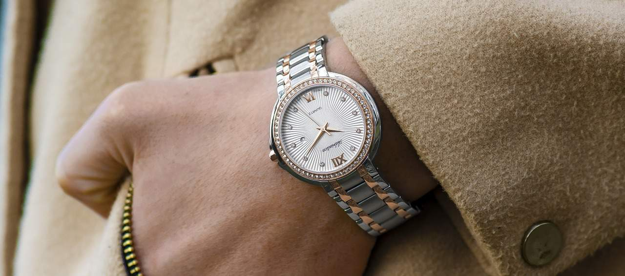 Why The Traditional Wrist Watch is a Perfect Present for your Partner