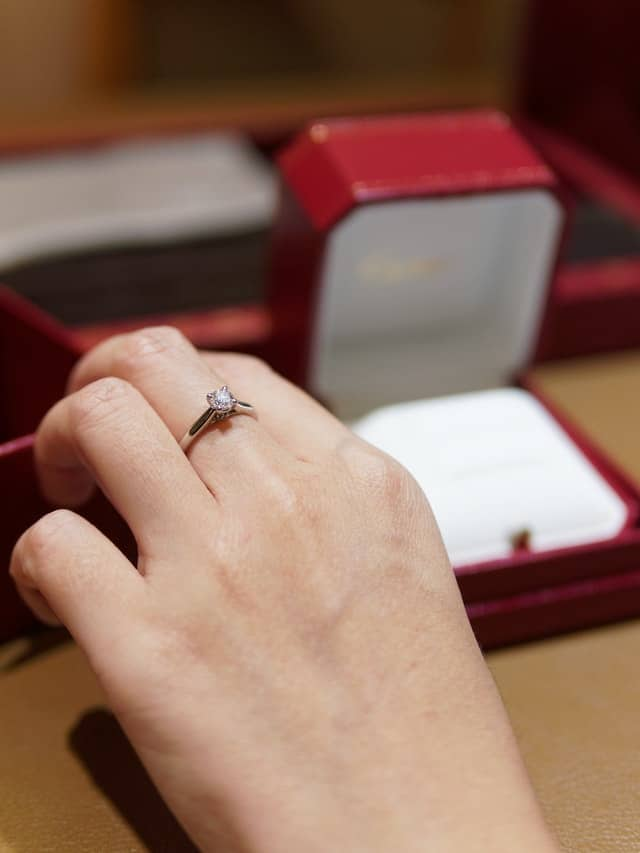Diamond Buying Guide: What's More Important Diamond Color or Clarity?